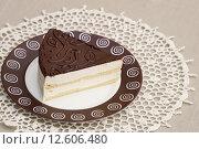 """Торт """"Птичье молоко"""", отрезанный кусочек на тарелке. Стоковое фото, фотограф Dmitry29 / Фотобанк Лори"""