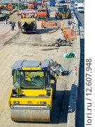 Купить «Идет реконструкция Ярославского шоссе в районе города Мытищи», фото № 12607948, снято 7 августа 2015 г. (c) Сергей Неудахин / Фотобанк Лори