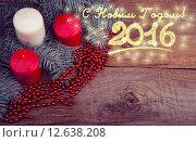 Рождественские свечи на старом деревянном фоне с еловыми ветками, поздравление с 2016 Новым годом. Тонирование. Стоковое фото, фотограф Владимир Ходатаев / Фотобанк Лори