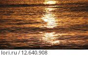 Купить «Солнечная дорожка на море на рассвете», видеоролик № 12640908, снято 4 сентября 2015 г. (c) Мальцев Артур / Фотобанк Лори