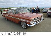Купить «Wheels Classic Motor Meet в Хапаранде, Швеция. 1959 Chevrolet Impala 4-Door Sedan», фото № 12641104, снято 11 июля 2015 г. (c) Валерия Попова / Фотобанк Лори