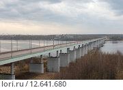 Купить «Длинный автомобильный мост через Волгу, Кинешма-Заволжск весной», эксклюзивное фото № 12641680, снято 3 мая 2015 г. (c) Дмитрий Неумоин / Фотобанк Лори
