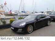 Купить «Porsche panamera у причала с яхтами», фото № 12646132, снято 27 мая 2015 г. (c) Карданов Олег / Фотобанк Лори