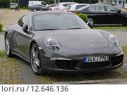Купить «Porsche 911 на стоянке», фото № 12646136, снято 27 мая 2015 г. (c) Карданов Олег / Фотобанк Лори