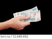 Купить «Тысячные купюры в женской руке», фото № 12649692, снято 3 января 2012 г. (c) Алёшина Оксана / Фотобанк Лори