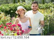 Купить «Young couple gardening», фото № 12650164, снято 18 августа 2018 г. (c) Яков Филимонов / Фотобанк Лори