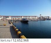 Купить «Морской порт Сочи, набережная и мелководный причал, катера и яхты», фото № 12652968, снято 29 августа 2015 г. (c) DiS / Фотобанк Лори