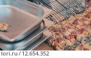 Купить «Готовые помидоры черри и лосось на шпажках», видеоролик № 12654352, снято 17 августа 2015 г. (c) Denis Mishchenko / Фотобанк Лори