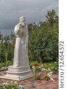Купить «Скульптура Преподобного Серафима Саровского в Серафимо-Дивеевском монастыре», фото № 12654572, снято 7 сентября 2015 г. (c) Ткач Александр / Фотобанк Лори