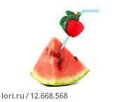 Купить «Кусок арбуза с трубочкой для коктейля», фото № 12668568, снято 31 августа 2015 г. (c) Дрогавцева Оксана / Фотобанк Лори
