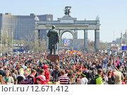 Купить «Толпа на празднике мыльных пузырей Dreamflash на ВДНХ», фото № 12671412, снято 2 мая 2013 г. (c) Алёшина Оксана / Фотобанк Лори