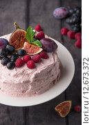 Торт со сливочным кремом, фруктами и ягодами. Стоковое фото, фотограф Ника Денова / Фотобанк Лори