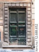 Купить «Старая деревянная дверь», фото № 12688652, снято 8 августа 2015 г. (c) EugeneSergeev / Фотобанк Лори