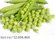 Купить «Свежий зеленый горошек», эксклюзивное фото № 12694464, снято 2 августа 2015 г. (c) Елена Коромыслова / Фотобанк Лори