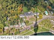 Купить «Вид на музей-усадьбу «Останкино» и Останкинский пруд со смотровой площадки Останкинской телебашни. Москва», эксклюзивное фото № 12696980, снято 15 сентября 2015 г. (c) Илюхина Наталья / Фотобанк Лори