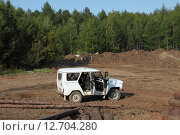 Купить «Автомобиль УАЗ в лесу», эксклюзивное фото № 12704280, снято 16 сентября 2015 г. (c) Валерий Акулич / Фотобанк Лори