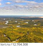 Вид сверху на реку в осенней тайге, фото № 12704308, снято 6 сентября 2015 г. (c) Владимир Мельников / Фотобанк Лори