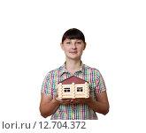 Девушка держит дом на белом фоне. Стоковое фото, фотограф Вячеслав Волков / Фотобанк Лори