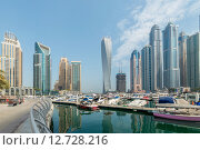Dubai - AUGUST 9, 2014: Dubai Marina district on August 9 in UAE. Dubai is fastly developing city in Middle East. Редакционное фото, фотограф Elnur / Фотобанк Лори