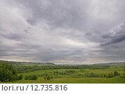 Купить «Зеленые луга в пасмурный день», фото № 12735816, снято 12 июня 2015 г. (c) Сергей Эшметов / Фотобанк Лори