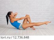 Девушка делает упражнения. Стоковое фото, фотограф Евгения Устиновская / Фотобанк Лори