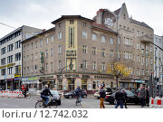 Berlin, Germany, Music Bading in the Karl-Marx-Strasse corner Thomasstrasse (2014 год). Редакционное фото, агентство Caro Photoagency / Фотобанк Лори