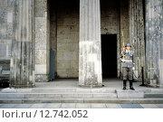 Купить «Berlin, GDR, honor guard in front of the Neue Wache», фото № 12742052, снято 9 июня 1984 г. (c) Caro Photoagency / Фотобанк Лори