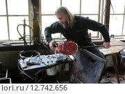 Купить «Transjö, Sweden, Glasblaeser Dan Clausen at work», фото № 12742656, снято 17 апреля 2014 г. (c) Caro Photoagency / Фотобанк Лори