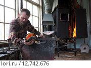 Купить «Transjö, Sweden, Lars Glasblaeser Skulberg at work», фото № 12742676, снято 17 апреля 2014 г. (c) Caro Photoagency / Фотобанк Лори