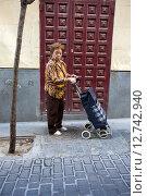 Купить «Madrid, Spain, elderly lady with trolley», фото № 12742940, снято 8 сентября 2014 г. (c) Caro Photoagency / Фотобанк Лори