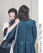 Купить «Красивая девушка в старинном платье с кинжалом обнимает мужчину», фото № 12762708, снято 23 августа 2015 г. (c) Darkbird77 / Фотобанк Лори