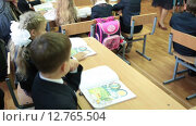 Купить «ST. PETERSBURG, RUSSIA - CIRCA SEP, 2015: Pupils sit at the lesson, teacher works in classroom. Open lesson together with parents at school. September, 1 is a Knowledge Day when the school year starts», видеоролик № 12765504, снято 13 сентября 2015 г. (c) Кекяляйнен Андрей / Фотобанк Лори