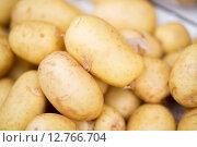 Купить «close up of potato at street market», фото № 12766704, снято 27 июля 2015 г. (c) Syda Productions / Фотобанк Лори