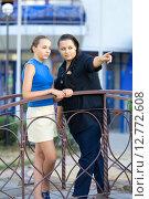 Женщина с дочкой на мосту. Стоковое фото, фотограф Ivan Dubenko / Фотобанк Лори