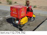 Мотороллер МакДональдс в Египте (2013 год). Редакционное фото, фотограф Эллина Туровская / Фотобанк Лори