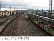 Купить «Грузовые перевозки. Мурманск», фото № 12776648, снято 9 июня 2015 г. (c) Ирина Здаронок / Фотобанк Лори