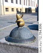 Купить «Литва, Клайпеда. Бронзовая фигура мыши», фото № 12784896, снято 17 сентября 2015 г. (c) Ласточкин Евгений / Фотобанк Лори