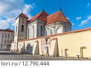 Купить «Литва: Старая церковь в Каунасе», фото № 12790444, снято 19 сентября 2015 г. (c) Ласточкин Евгений / Фотобанк Лори