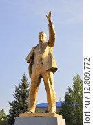 Купить «Задонск. Позолоченный памятник В.И.Ленину», фото № 12809772, снято 5 сентября 2015 г. (c) Владимир Кошарев / Фотобанк Лори