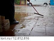 Очистка улицы от воды. Стоковое фото, фотограф Anya Stogova / Фотобанк Лори
