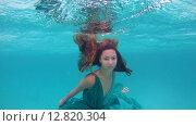 Купить «Молодая красивая девушка в платье позирует под водой, Индийский океан, Мальдивские острова», видеоролик № 12820304, снято 2 октября 2015 г. (c) Некрасов Андрей / Фотобанк Лори