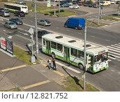 Купить «Маршрутный автобус ЛиАЗ на улице Милашенкова», эксклюзивное фото № 12821752, снято 19 августа 2011 г. (c) Алёшина Оксана / Фотобанк Лори