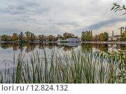 Купить «Река Гусь. Гусь-Хрустальный», фото № 12824132, снято 22 сентября 2015 г. (c) Василий Аксюченко / Фотобанк Лори