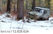 Купить «Russian off-road vehicle Uaz 469 on winter road in siberian Altay forest», видеоролик № 12828624, снято 7 октября 2015 г. (c) Serg Zastavkin / Фотобанк Лори