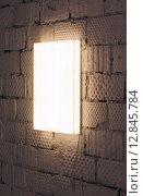 Световой короб, вертикально на кирпичной стене. Стоковое фото, фотограф Алексей Горбунов / Фотобанк Лори