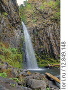 Купить «Dry Creek Falls in Columbia River Gorge Vertical», фото № 12849148, снято 26 мая 2018 г. (c) PantherMedia / Фотобанк Лори