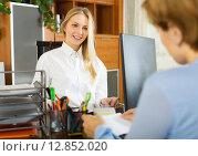 Купить «Female clerk and client discussing», фото № 12852020, снято 19 октября 2018 г. (c) Яков Филимонов / Фотобанк Лори
