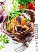 Купить «Аджапсандали, тушеные овощи в керамической тарелке», фото № 12852896, снято 11 октября 2015 г. (c) Надежда Мишкова / Фотобанк Лори