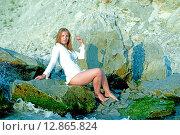 Девушка на берегу моря. Стоковое фото, фотограф Кононенко Александр / Фотобанк Лори