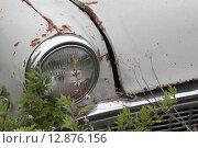 Фара и капот старого автомобиля. Стоковое фото, фотограф Косоуров Юрий / Фотобанк Лори